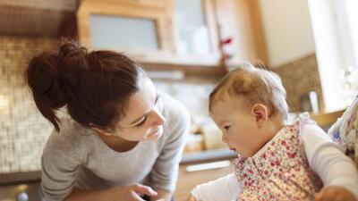 ¿Llegó el día de introducir alimentos sólidos en la vida de tu bebé? Che...