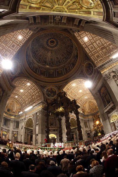 Durante la ceremonia, en la que se congregaron cinco mil fieles, las cam...