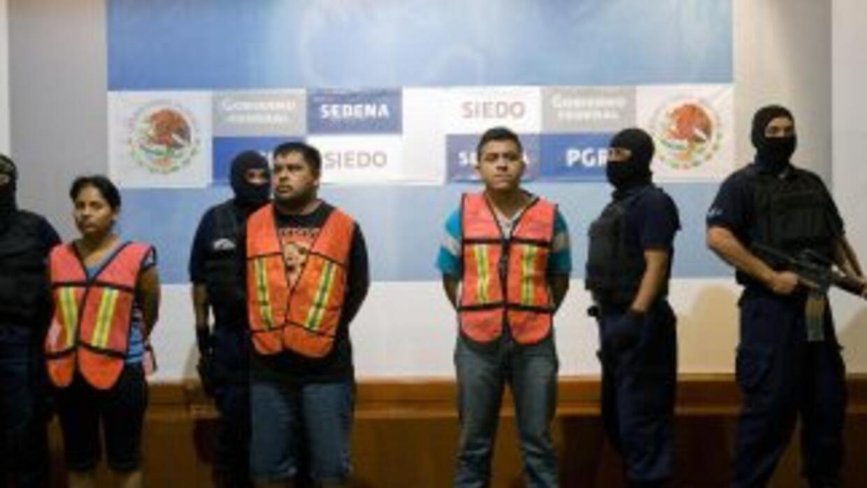 Presentan en México a 30 detenidos y un arsenal del cártel del Golfo