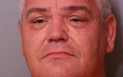 El conductor, John Camfield, de 48 años, se enfrenta a varios car...