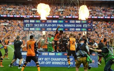 El Hul, City celebra el triunfo que los regrese a la Premier League.