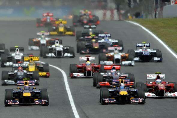 Durante la arrancada ambos Red Bull protegieron muy bien sus posiciones.