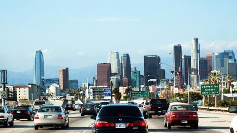 La inversión en autopistas, así como en otros recursos públicos, impulsó...