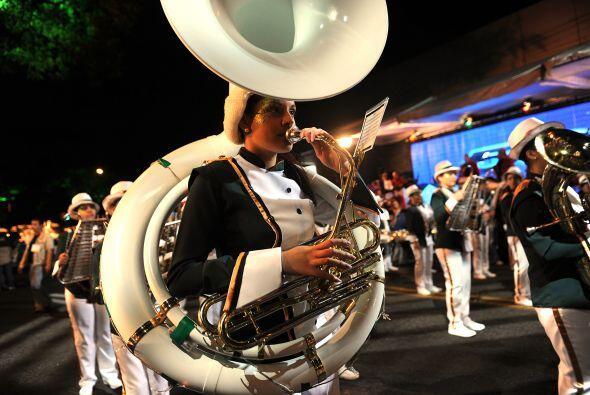 La banda municipal de José mantuvo el ritmo del espectáculo y la música...
