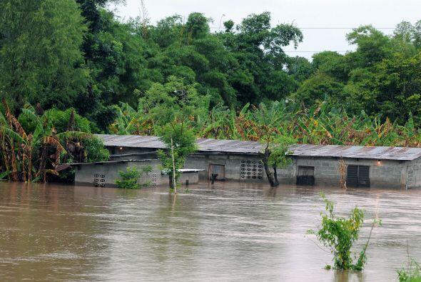 """""""Matthew"""", degradado a tormenta tropical, salió el sábado por el oeste d..."""