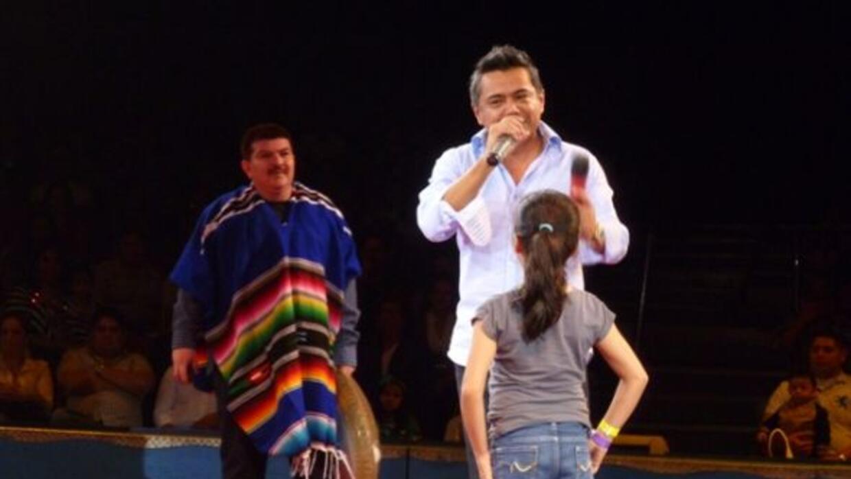 Raúl Brindis y el Caraturky alegrando a los presentes en el circo.