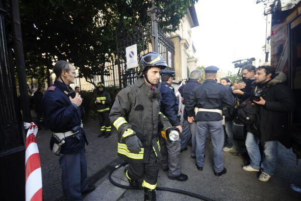 Testigos en las afueras de la embajada chilena dijeron que escucharon un...