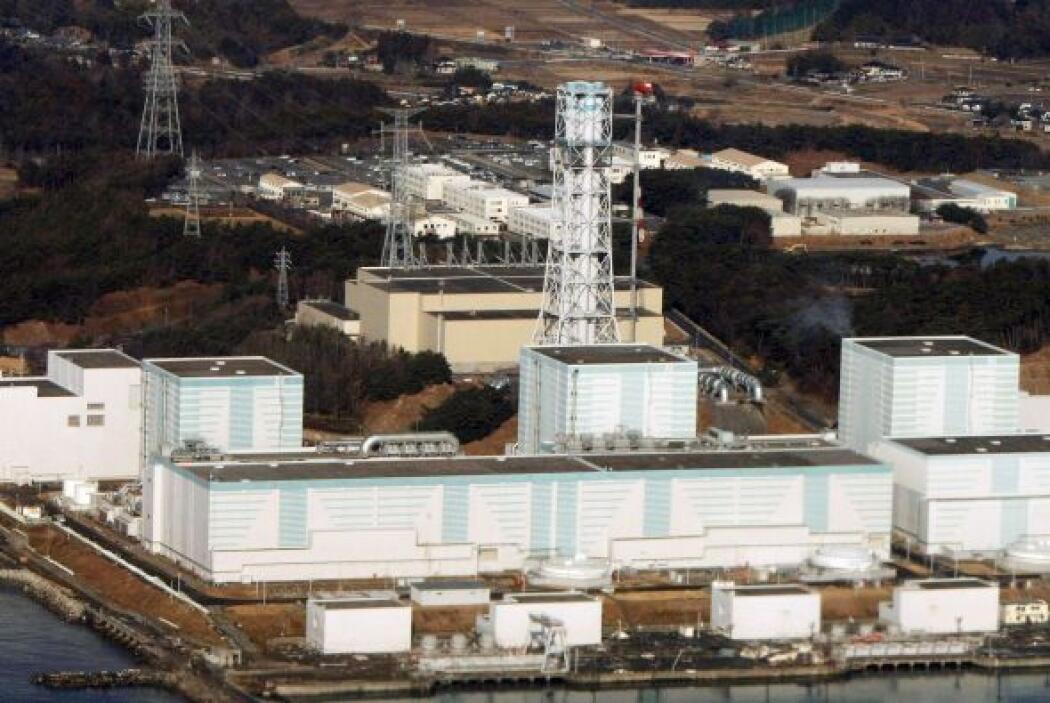 A raíz del regado masivo de los reactores, miles de metros cúbicos de ag...