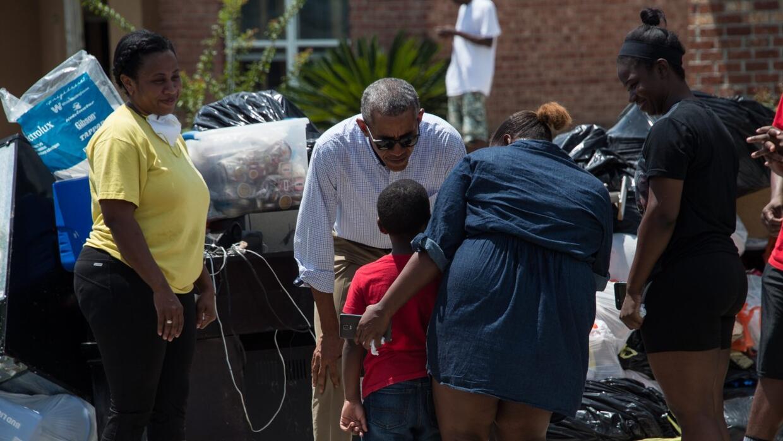 En un minuto: el presidente Obama recorrió las zonas afectadas en Louisiana