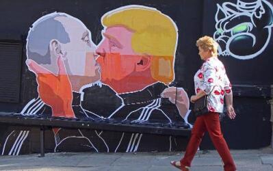 Mural de Putin y Trump en Lituania