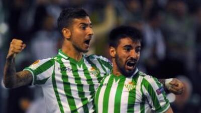 El gol de Vadillo, a la izquierda, le dio los tres puntos a los béticos.