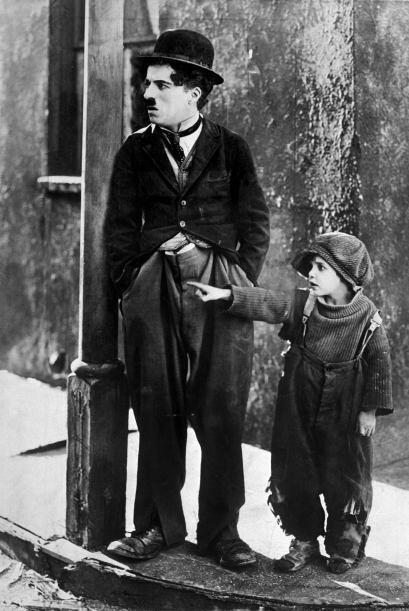 Charlie Chaplin también era zurdo. Mira aquí lo último en chismes.