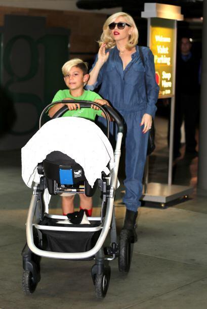 ¡Ternurita! Captamos a la cantante paseando a su recién nac...
