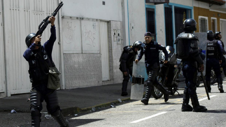Al menos un muerto y más de 100 heridos dejan protestas contra el gobier...