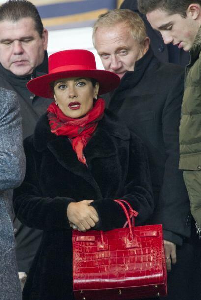 La vimos junto a su esposo llegando al estadio Parc-des-Princes en París.