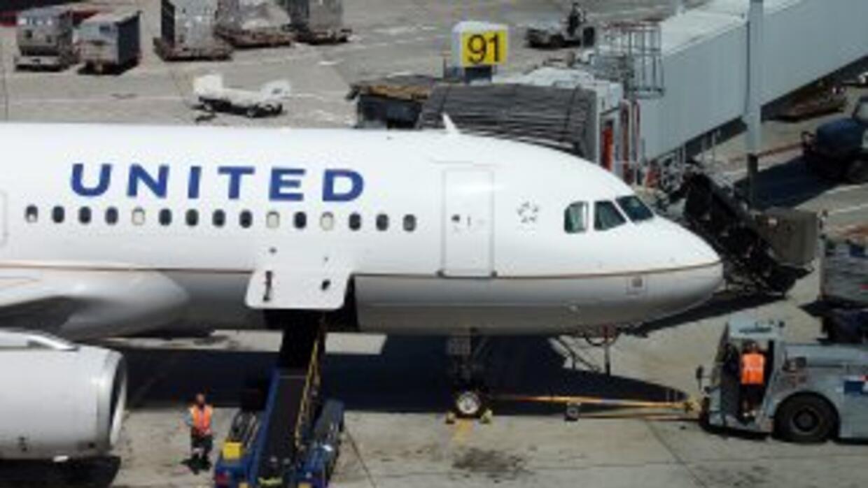 El vuelo 956 de United Airlines con destino Ginebra fue escoltado por do...