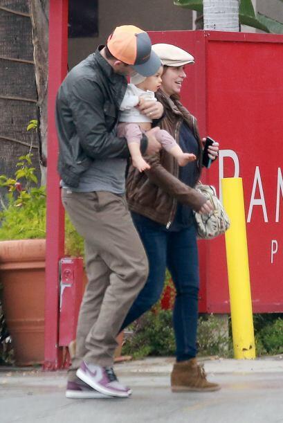 Hacen una hermosa pareja y están formando una linda familia.