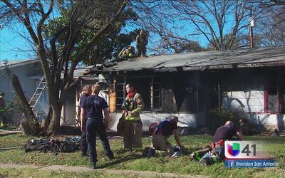 Investigan posible incendio provocado en una casa