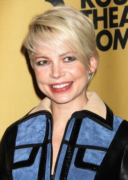 Michelle Williams no pudo esconder la sonrisa que le provoca verse en el...