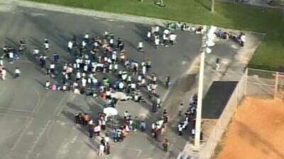 Evacúan escuela en Hialeah