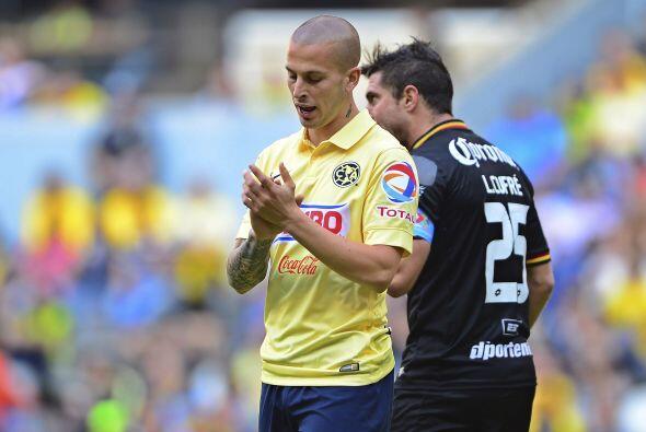 Una lesión muscular no permitió que Darío Benedetto, el mejor atacante d...