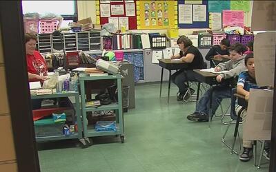 Escuelas públicas de Misuri y Kansas prohibirán a agentes de ICE el ingr...