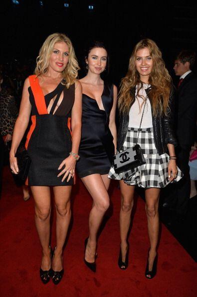 La modelo Hofit Golan, Emma Miller y la presentadora de TV y radio, Vict...