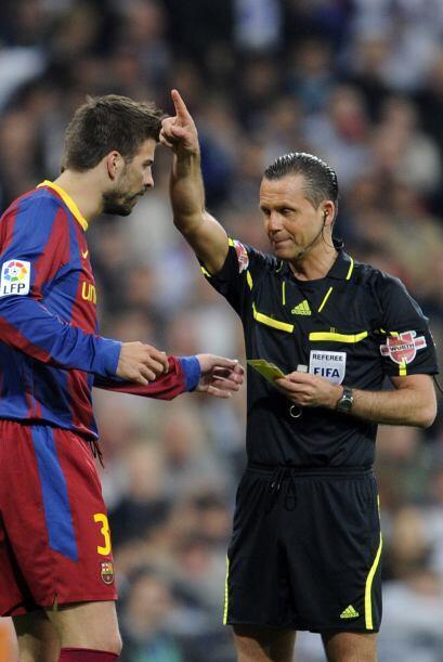 Gerard Piqué se llevó una tarjeta amarilla por protestar pidiendo el pen...