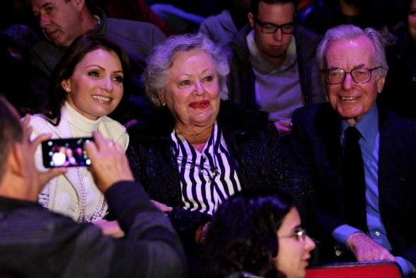 """Angélica Rivera fue a ver la obra """"El Cartero"""" donde participa Sofía Cas..."""