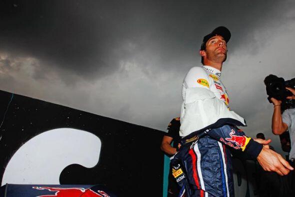 Mark Webber, el otro piloto de la Red Bull, no tuvo una jornada tan feli...