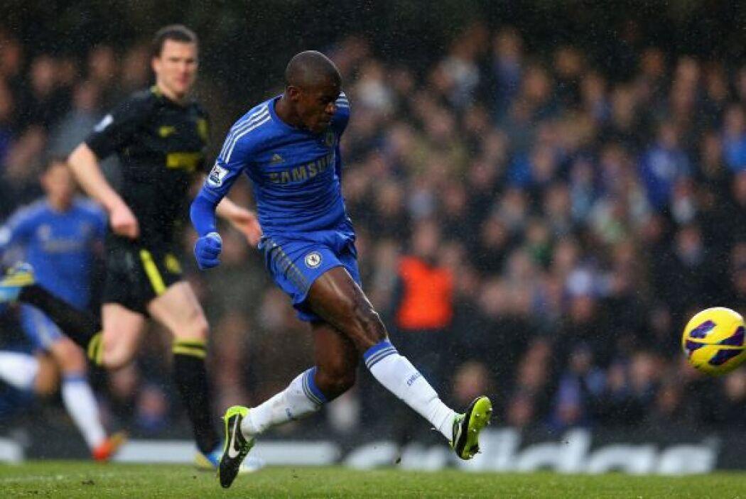 Ramires abrió el marcador para el Chelsea con este disparo.