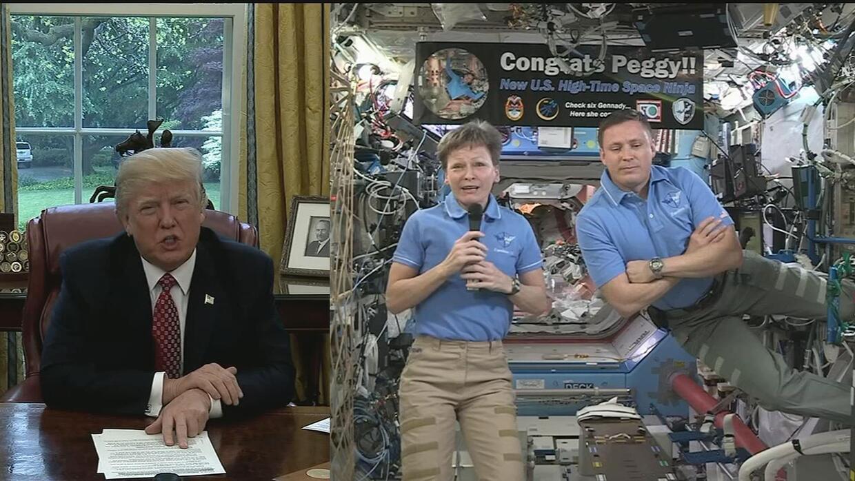 Trump le dice a la astronauta Whitson que tratará de enviar un hombre a...