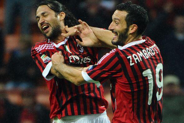 Ni Gianluca Zambrotta quería abrazarse con Mario Yepes tras marcar un go...