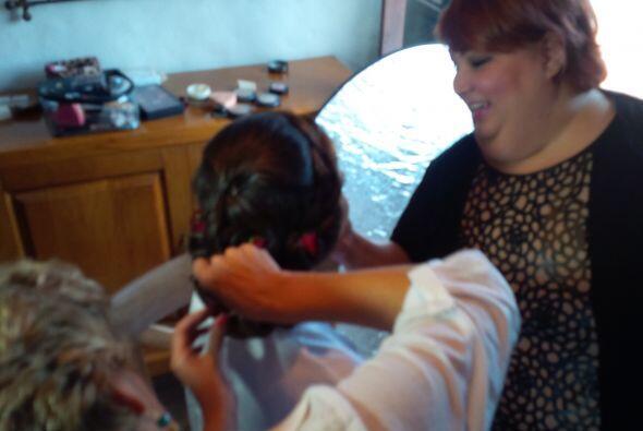 Ahora sí, el peinado y el maquillaje están listos, solo falta que Ana Pa...