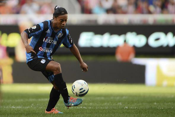 El toque de balón y la visión de juego de Ronaldinho, le traerá muchos p...
