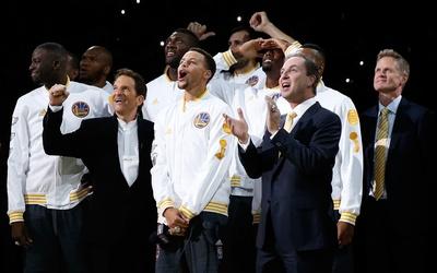 Los Golden State Warriors recibieron sus anillos de campeones de la NBA...