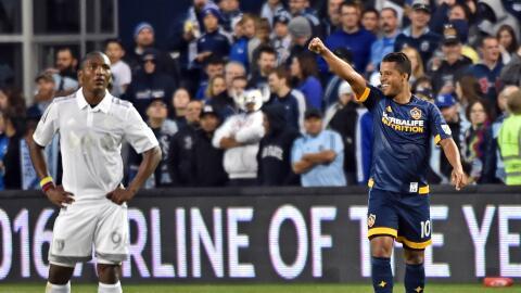 Giovani dos Santos festeja su golazo ante el Sporting KC.