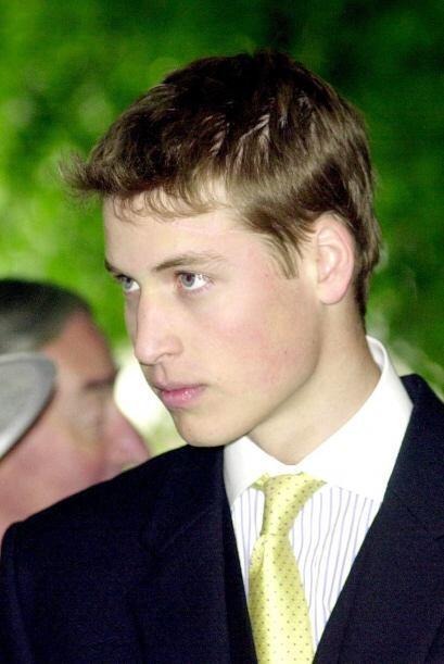 Más tarde, en julio 1995 el príncipe William asistió al colegio Eton, qu...