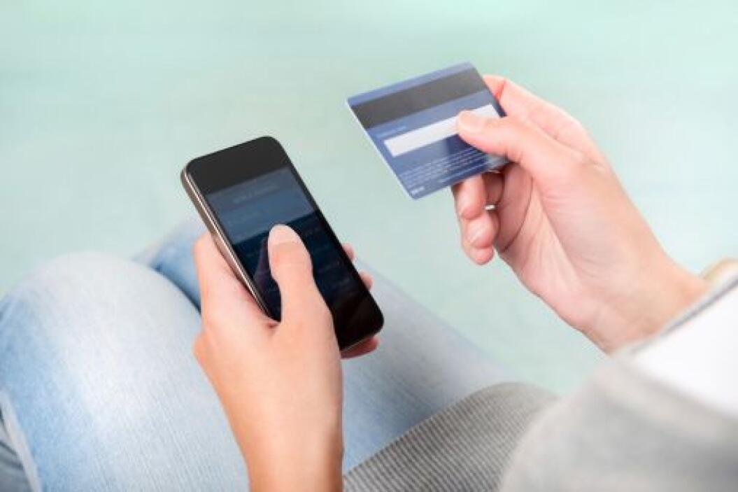 Evita los cargos de las cuentas de cheques de los grandes bancos que osc...