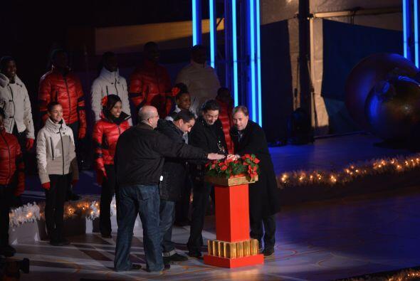 En una noche de diciembre inusualmente cálida, el alcalde de Nuev...