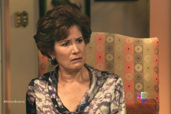 Daniel intenta pedir la mano de Camila a Agustina pero ella se niega rot...