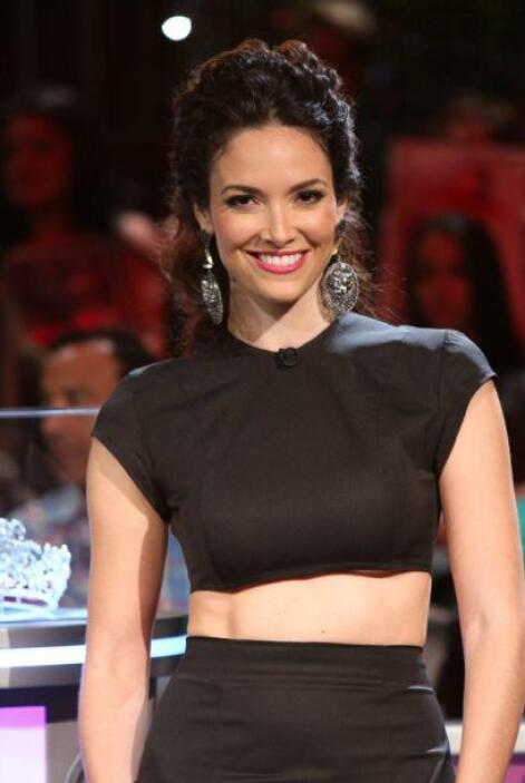 No cabe duda que las dos madrinas son unas verdaderas bellezas latinas.