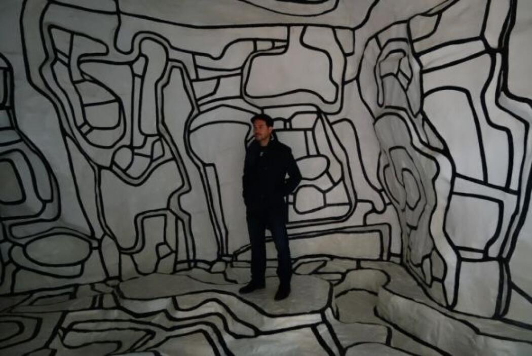 Carlos Calderón dentro del Centro Nacional de Arte y Cultura Georges Pom...