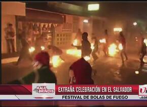 Festival de bolas de fuego en El Salvador