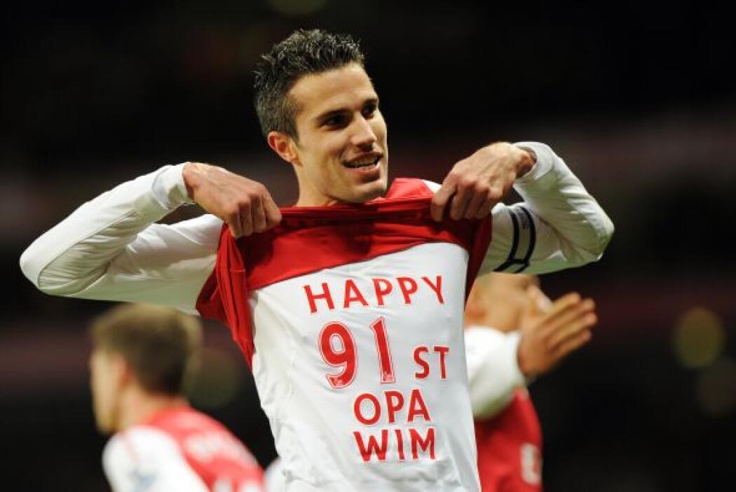 A nivel individual, el holandés Robin van Persie fue el campeón de goleo...