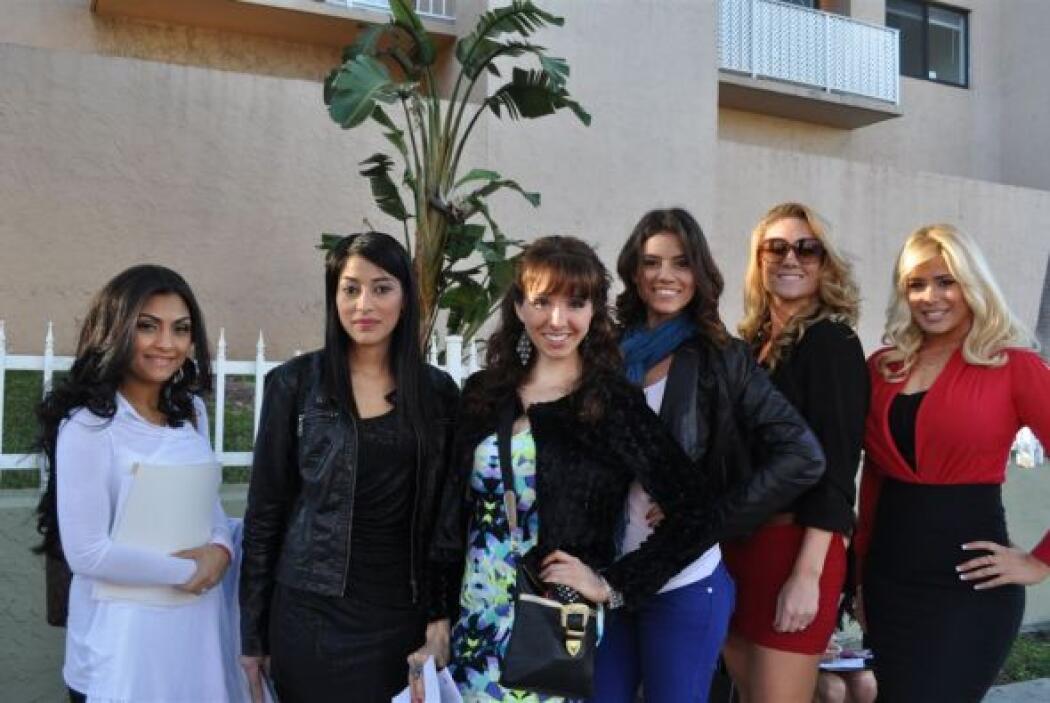 Las chicas posaron con gusto para la cámara.
