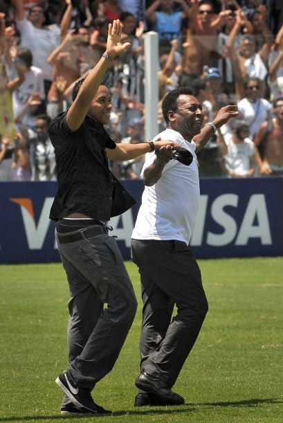 En el estadio de Villa Belmiro, en febrero del 2010, Pelé y Robin...