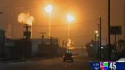 Así se veían algunas de las refinerías del área de Texas City tras las f...