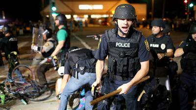 Aumenta la tensión y la venta de armas en Ferguson