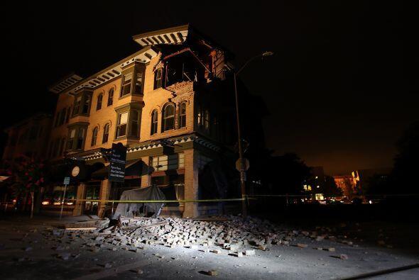 Las autoridades locales inspeccionaron a la búsqueda de posibles daños a...
